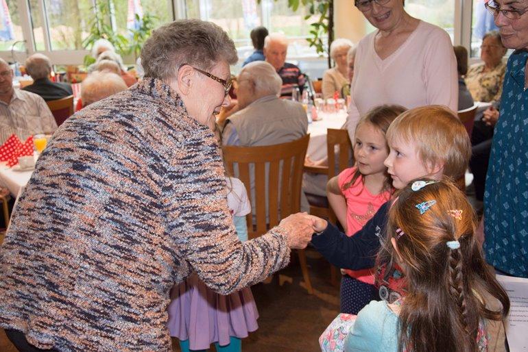 Mit 27 im Seniorenheim: Wo Studenten und Pensionisten